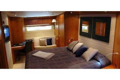Larson Cabrio - 220 Yachtcharter at special offers - boat-and-yacht.com